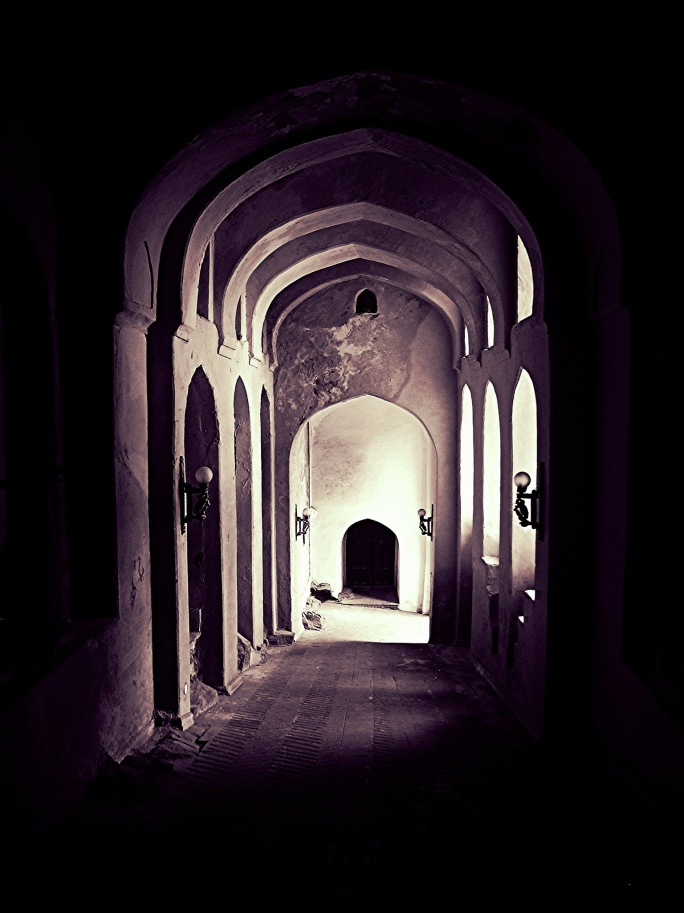 arches-and-doors-at-neemrana