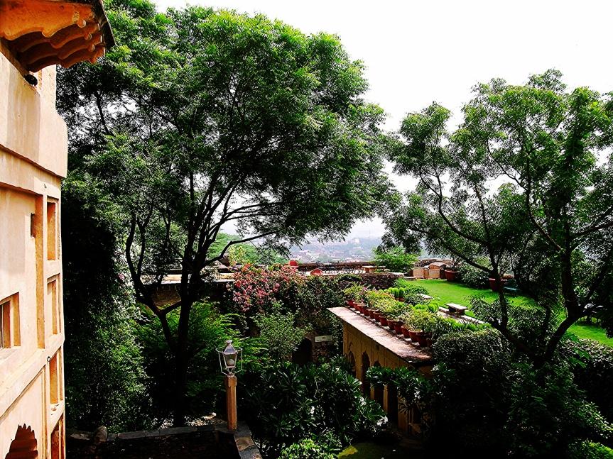 during-the-rains-neemrana