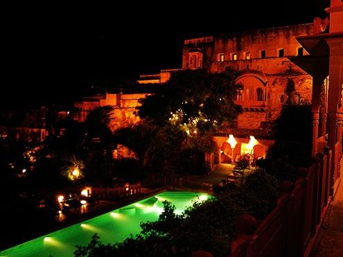 neemrana-at-night