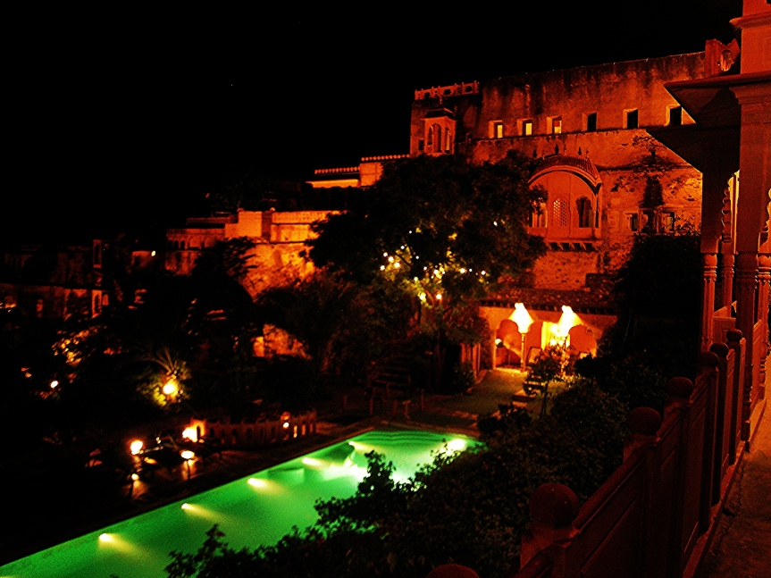 neemrana-at-night