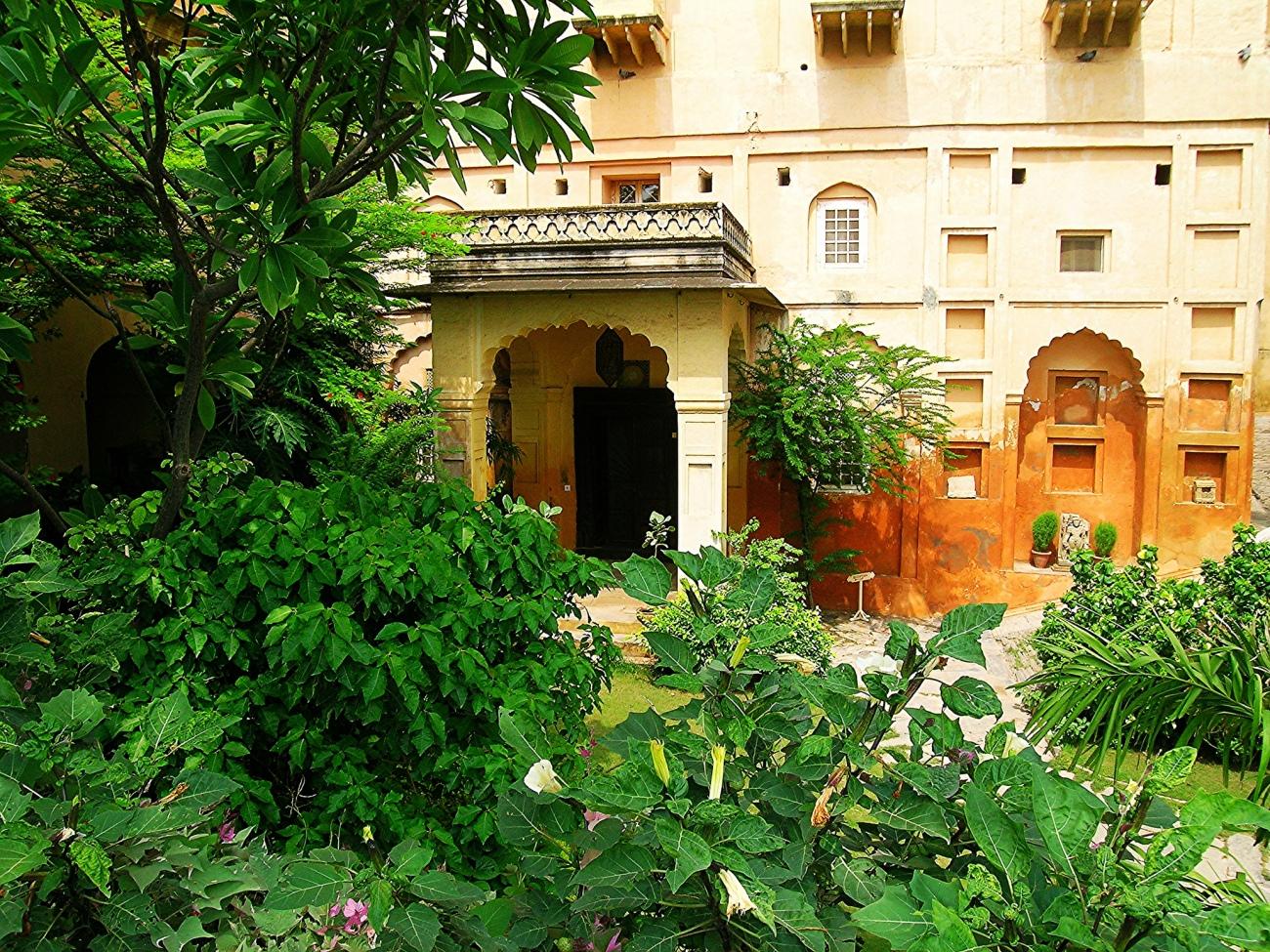 surya-mahal-entrance