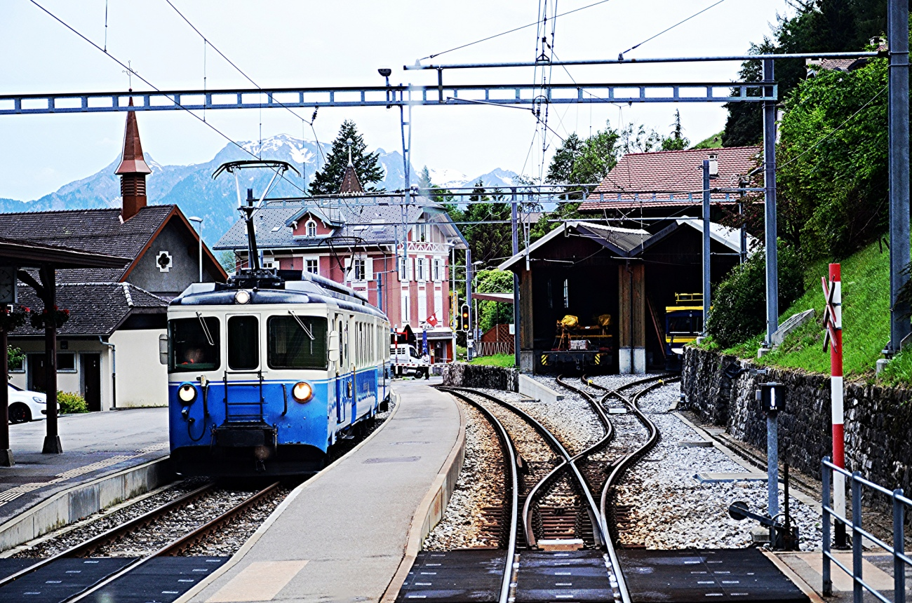 train-gstaad
