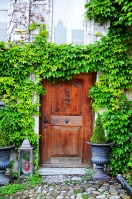 gruyeres-door-green