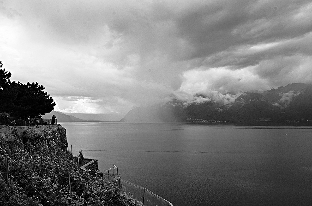 cloud-burst-over-lake-geneva
