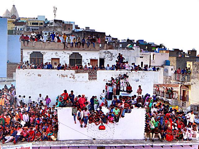 NG Crowds 1