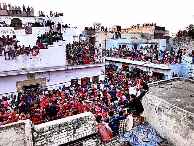NG Crowds 2