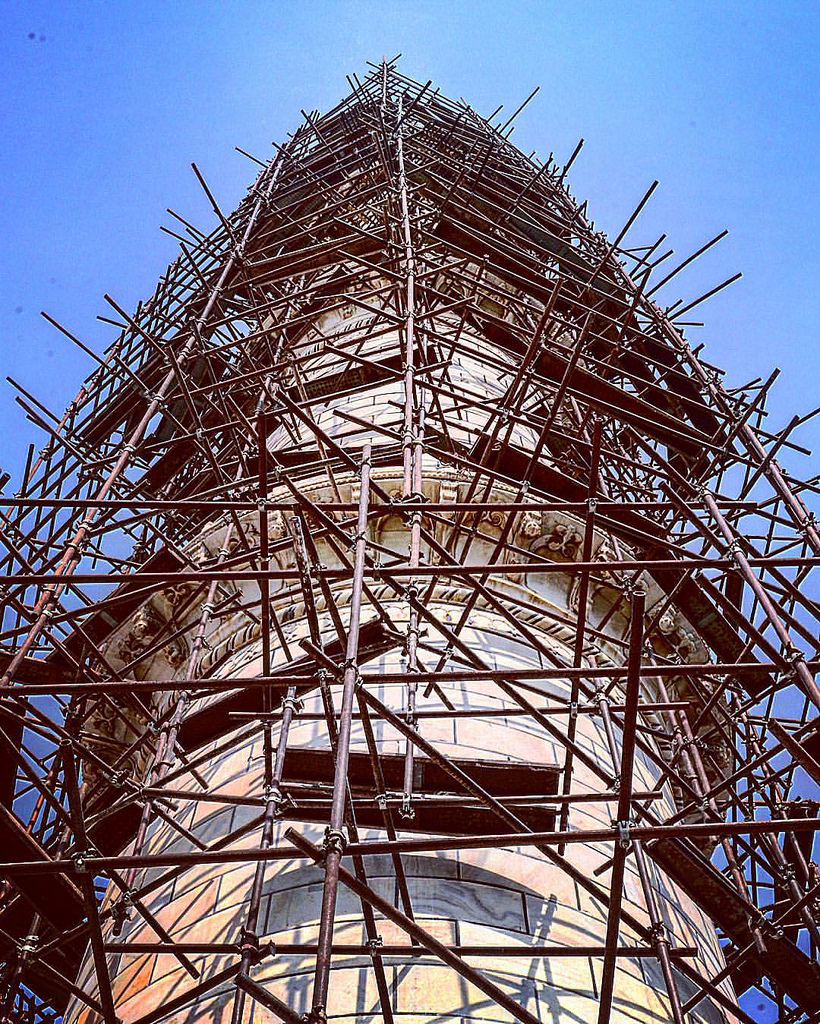 One of the minarets of the Taj being renovated which includes whitening it from all the damage the smokepollution has caused over the years. The yellowish colour is quite evident when yo