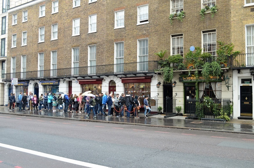 Londonist - The Sherlock Holmes Museum Crowds