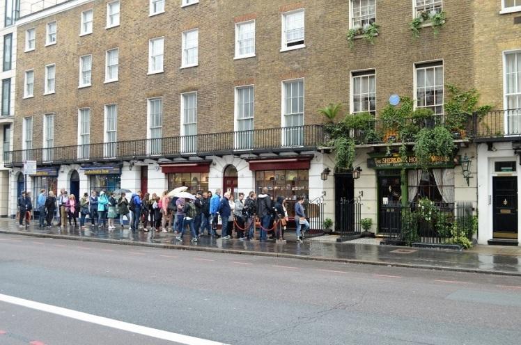 Londonist - The Sherlock Holmes Museum Crowds