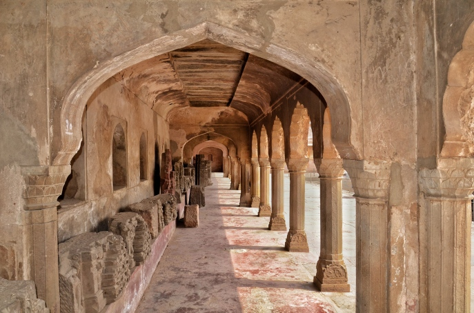 Arches with lined sculptures - Chand Baori