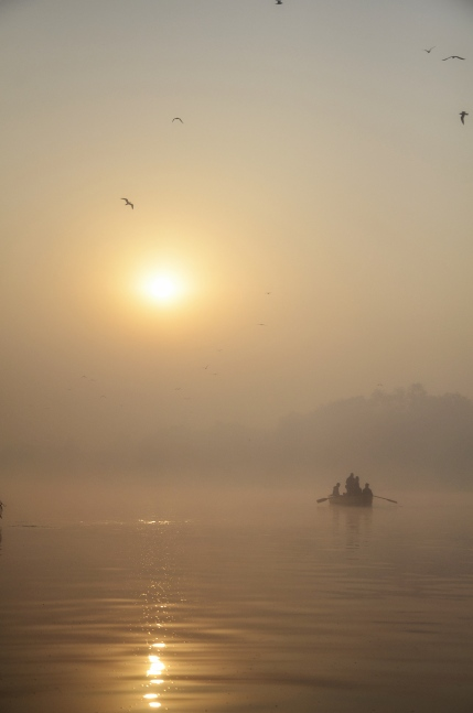 Into the horizon - Yamuna Ghats