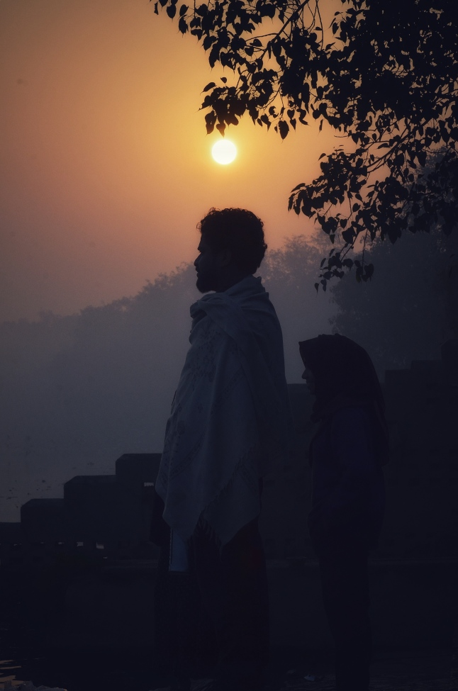 Let the rays of the sun pierce through your soul - A Misty Morning at the Yamuna Ghats
