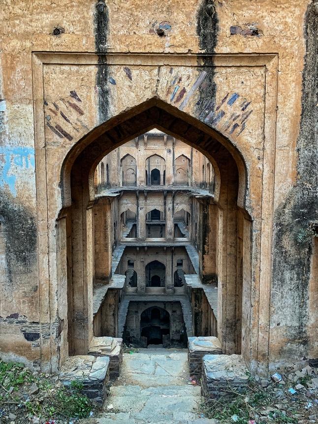 enter at your own risk - neemrana bawadi