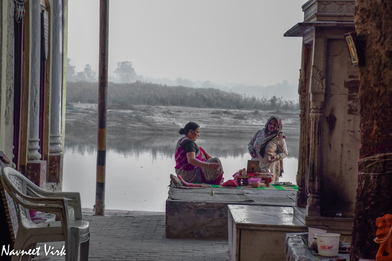 Catching Up - Yamuna Ghats, New Delhi