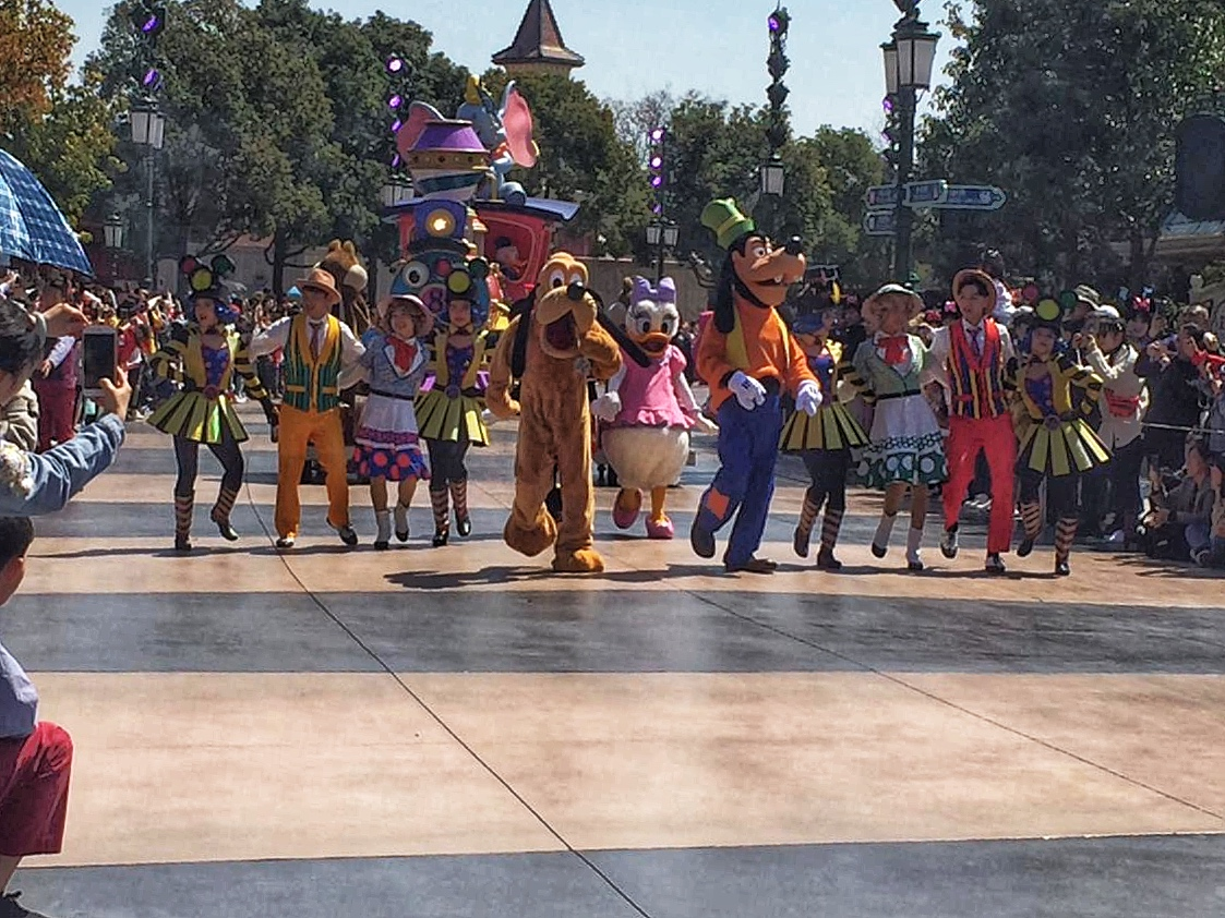 Meet the Characters - The Disney Parade