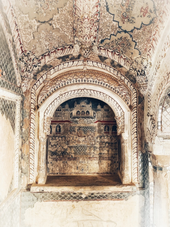 Art inside Sheesh Mahal of Qila Tatarpur