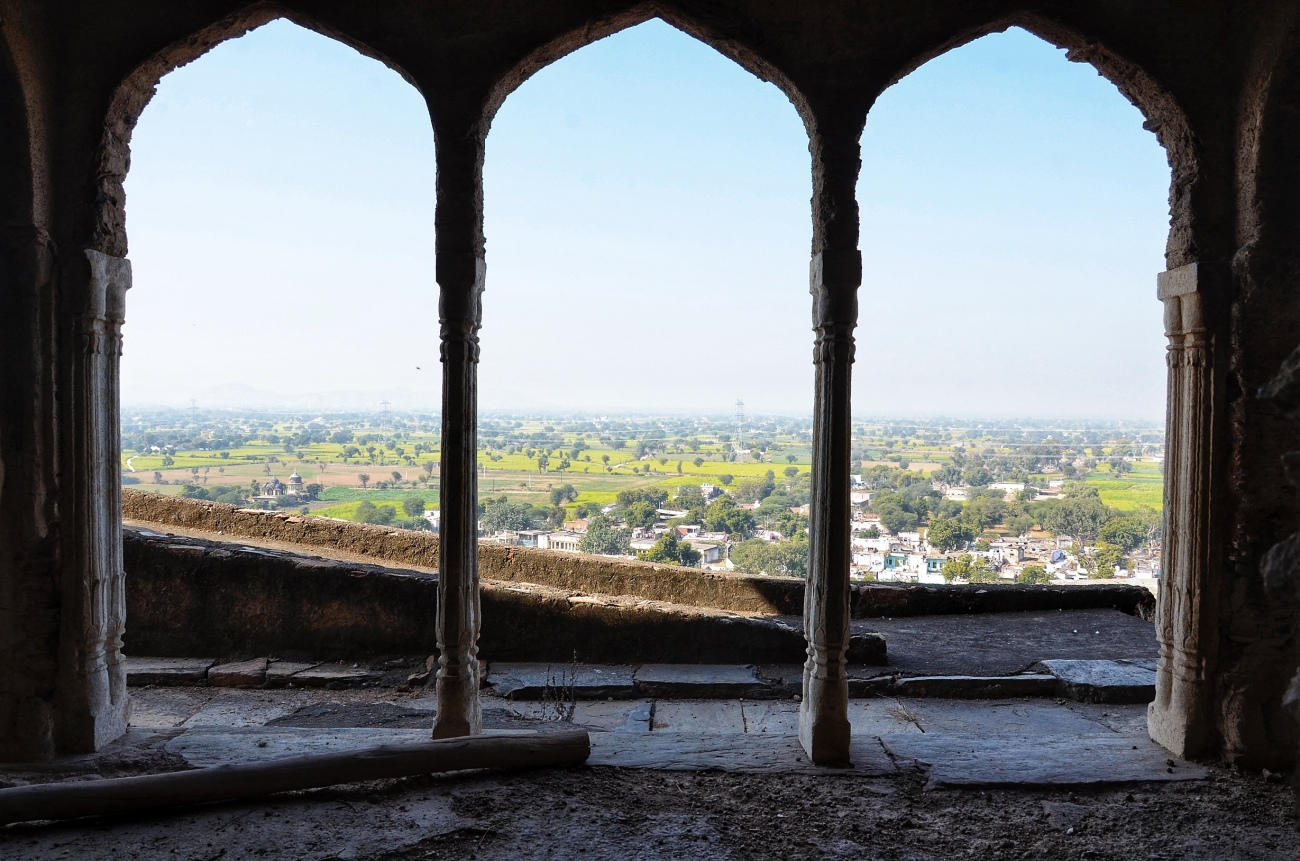 Majestic Views in Every Direction - Qila Tatarpur