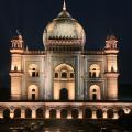 Stunning Photos of Safdarjung's Tomb in New Delhi